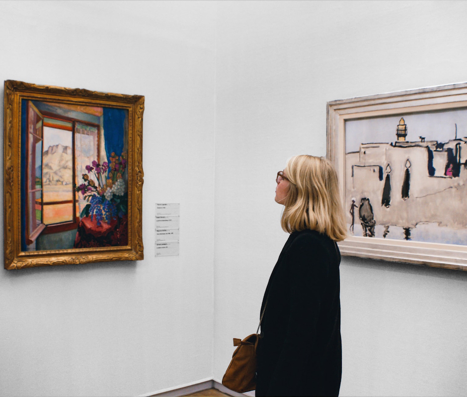slider 3 woman looking at painting